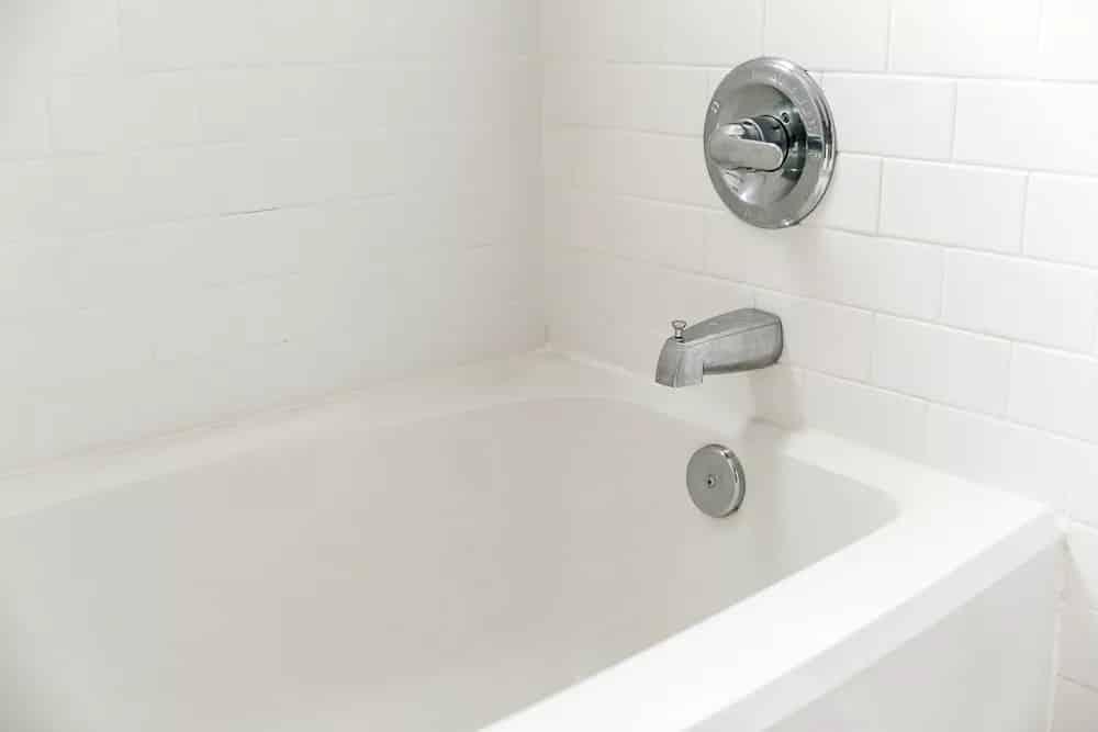 leere badewanne